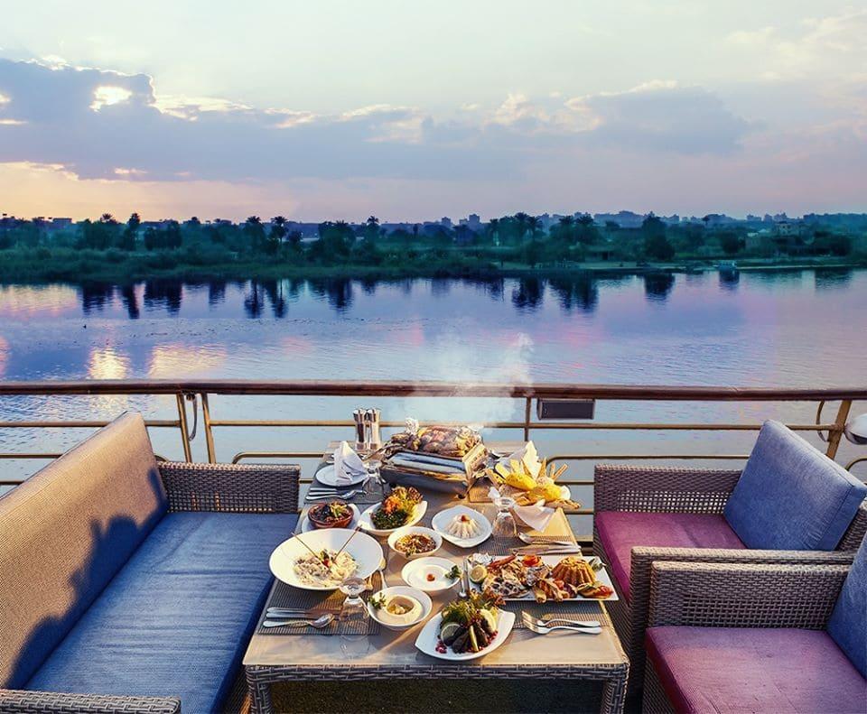 المراكب النيلية المتحركة - مركب في النيل - الرحلات النيلية